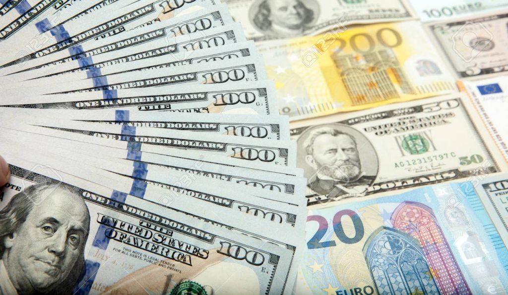 いろいろな通貨の写真